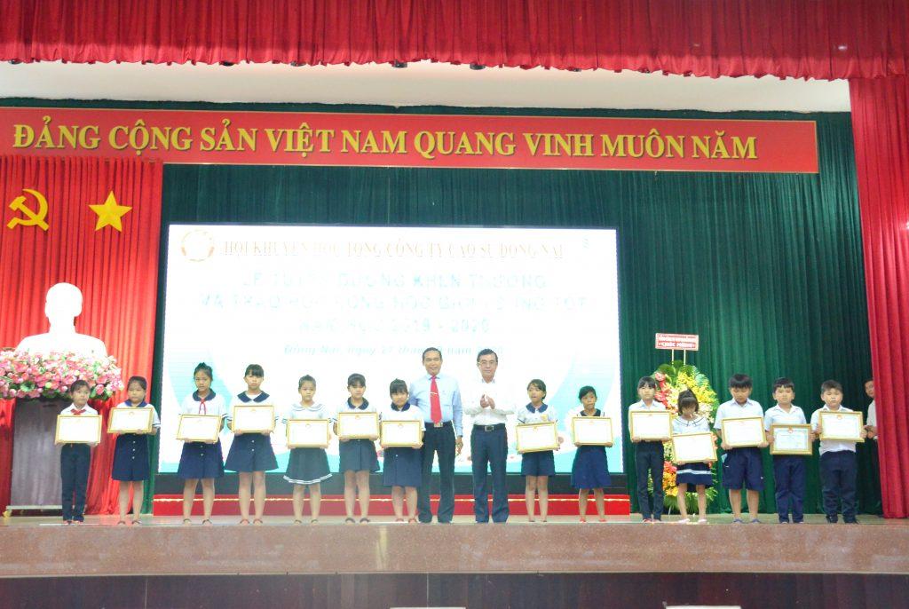 Tuyên dương và trao thưởng cho các em học sinh sinh viên Học giỏi – Sống tốt là hoạt động thường niên của TCT
